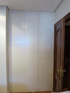 Puertas abatible y plegable corredera Fresadas lacado blanco