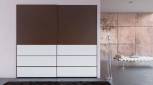 Puertas correderas Ocultas con perfil de aluminio lacado y madera texturizada